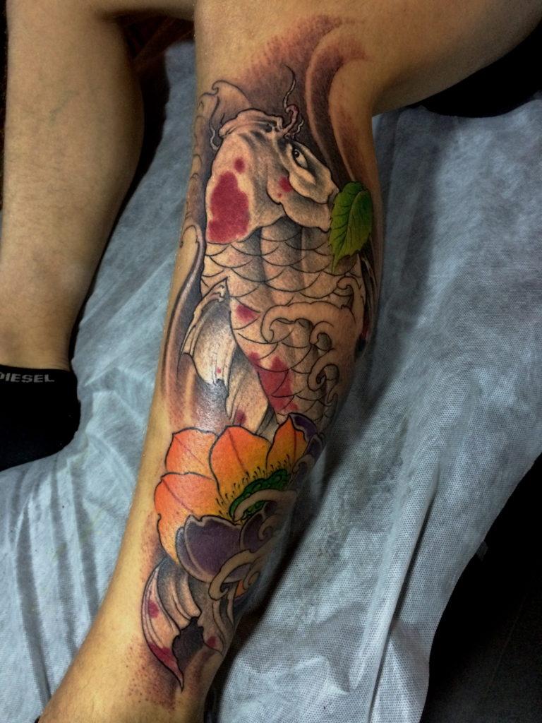 White red koi carp lotus tattoo shanghaitattoo izmirmasajfo